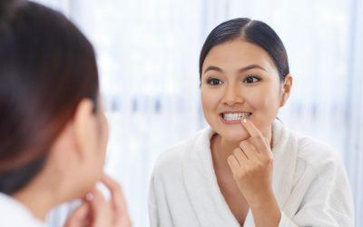 鏡で歯のひびをチェック